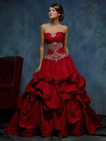 ... intrigante, sensuale. Veste di rosso la seduzione della sposa moderna