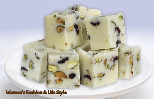 Ciocolata_alba_cu_fistic_si_fructe_uscate_749195..