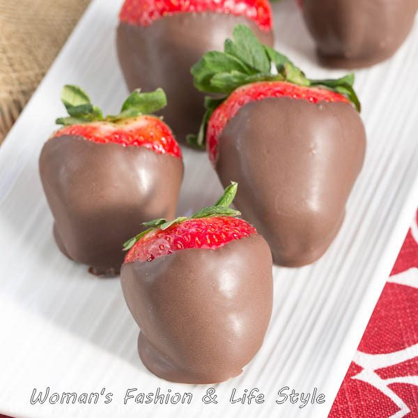Mascarpone-Filled-Chocolate-Dipped-Strawberries.............